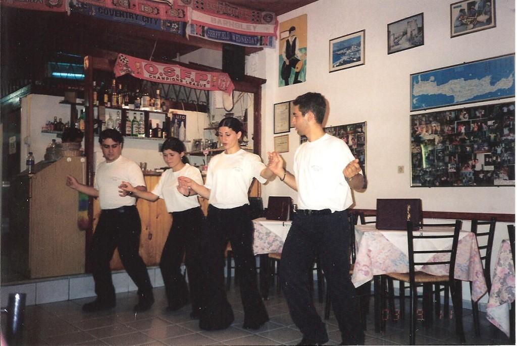 Tanssia Dimitriksen tavernassa